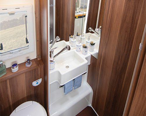 autoroller_747_washroom